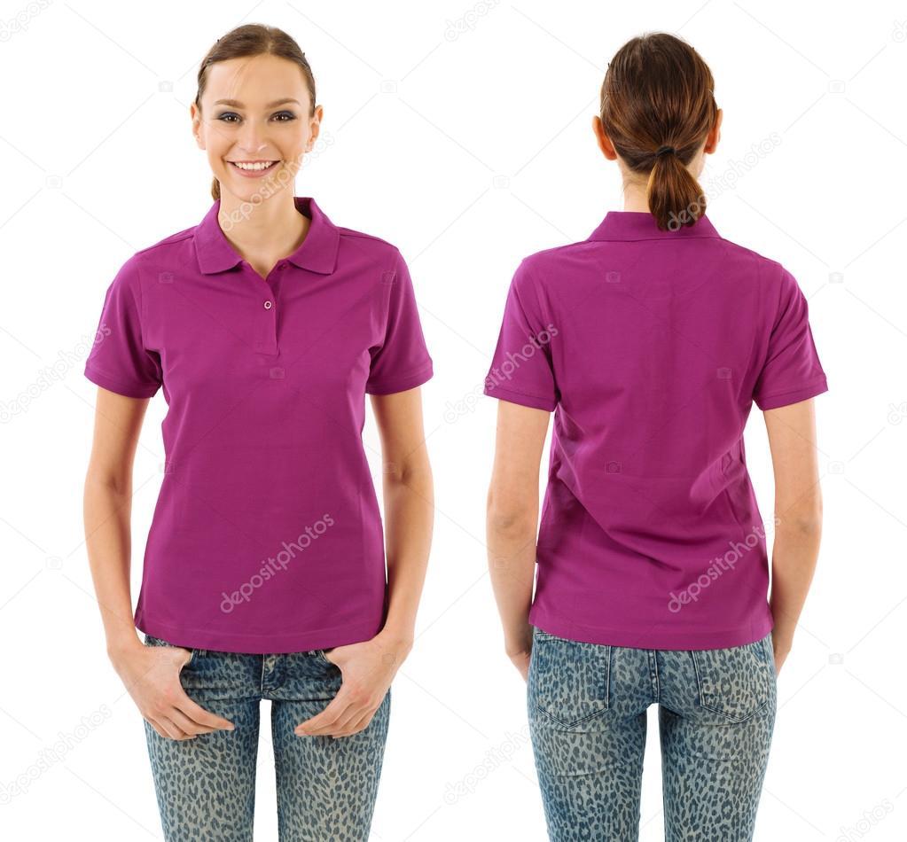 50c4cc2aeb Mulher feliz com em branco camisa polo roxa — Fotografias de Stock ...