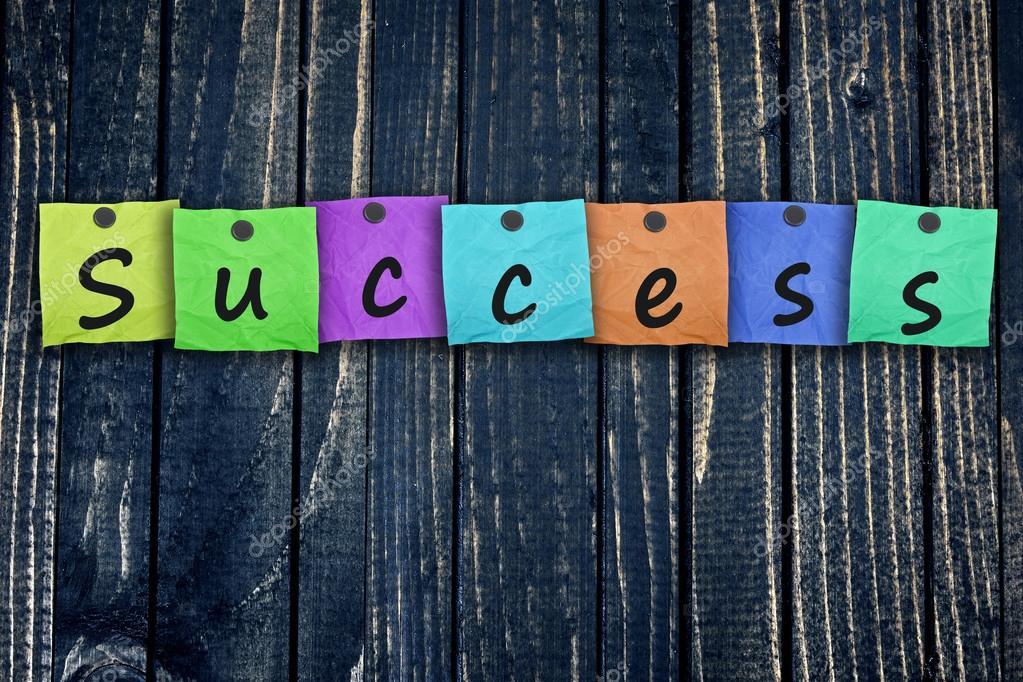Parete Di Legno Cruciverba : Post del messaggio di successo sulla parete di legno u2014 foto stock