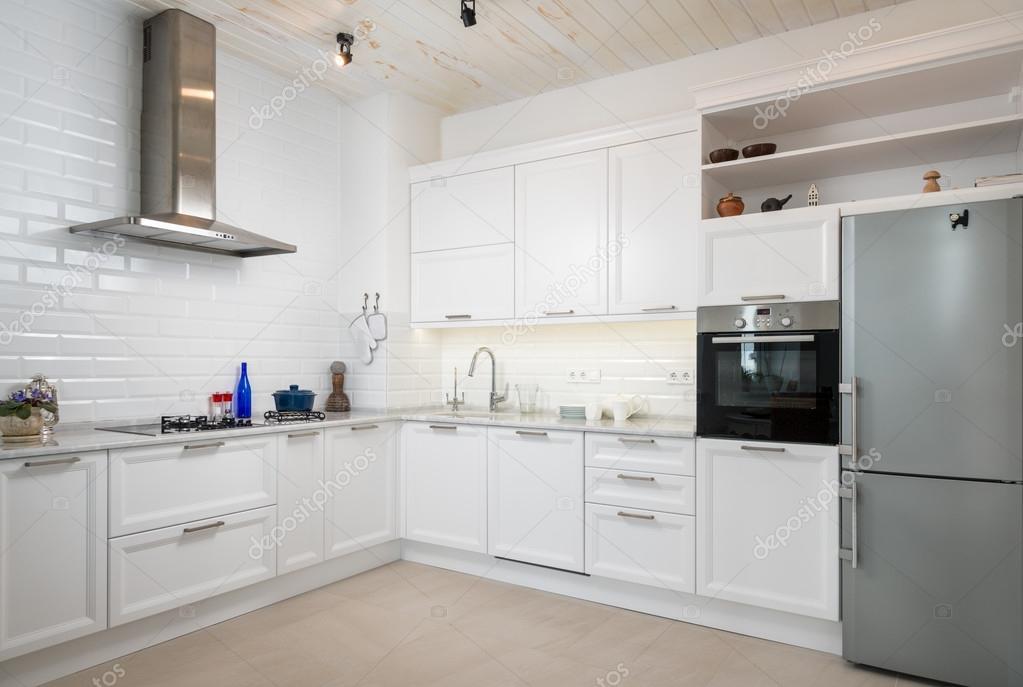 Moderne witte keuken u stockfoto ultramarine