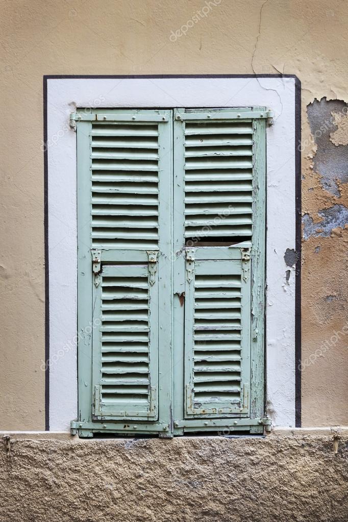 Französische Fenster französische fenster mit fensterläden — stockfoto © elenathewise