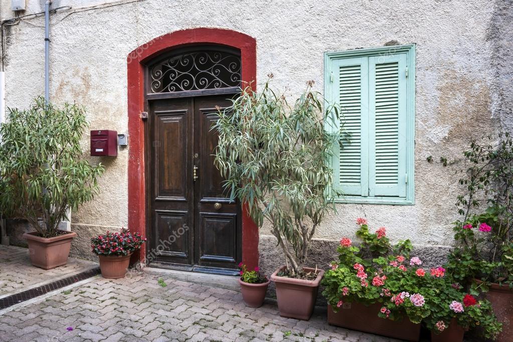 Finestra e porta d 39 ingresso foto stock elenathewise for Porta e finestra insieme