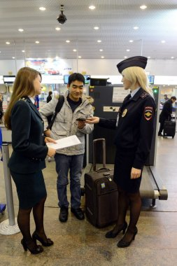 Verification of documents from foreign passengers at the airport