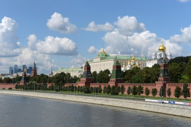 Kremlin and Moskva River.