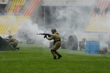 Special forces demonstrate training.