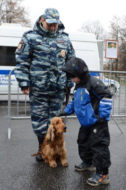 Cynologists with dogs in Moscow.