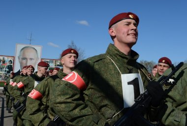 The soldiers of internal troops of the MIA of Russia are preparing to parade in red square.