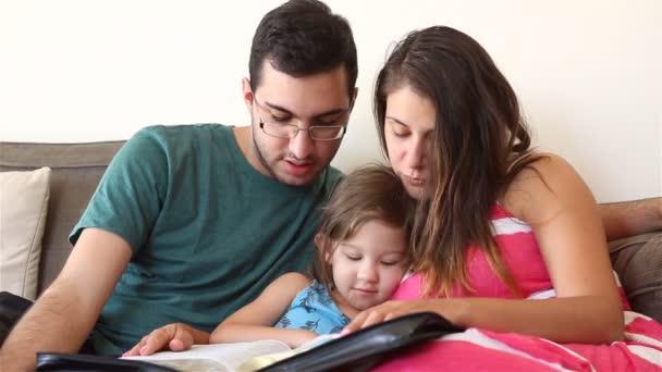 rodina, společné čtení bible