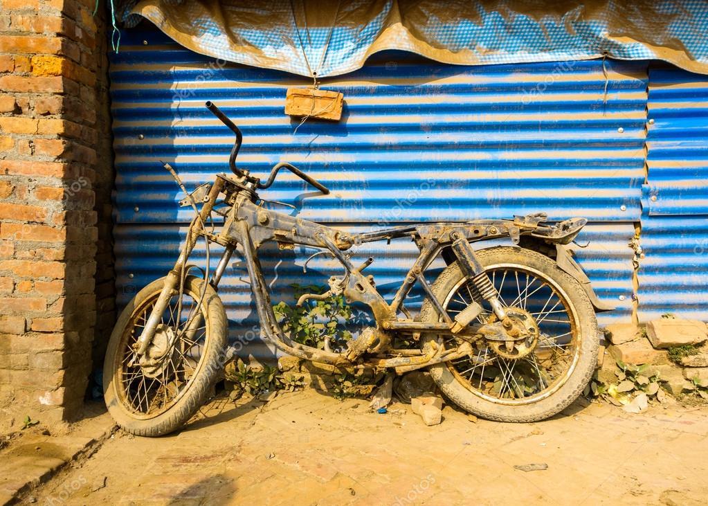 Verlassene Motorrad Rahmen in Nepal — Stockfoto © dutourdumonde ...
