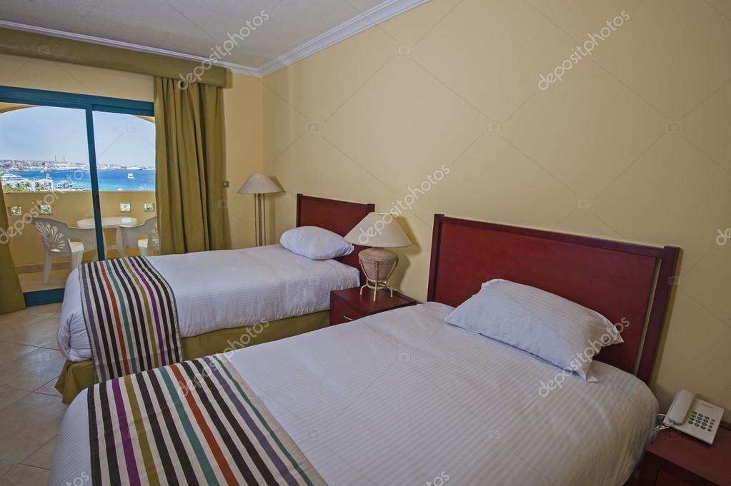 Décoration Du0027une Chambre De Resort Tropical Hôtel De Luxe Avec Balcon Et  Vue Sur Mer U2014 Image De ...
