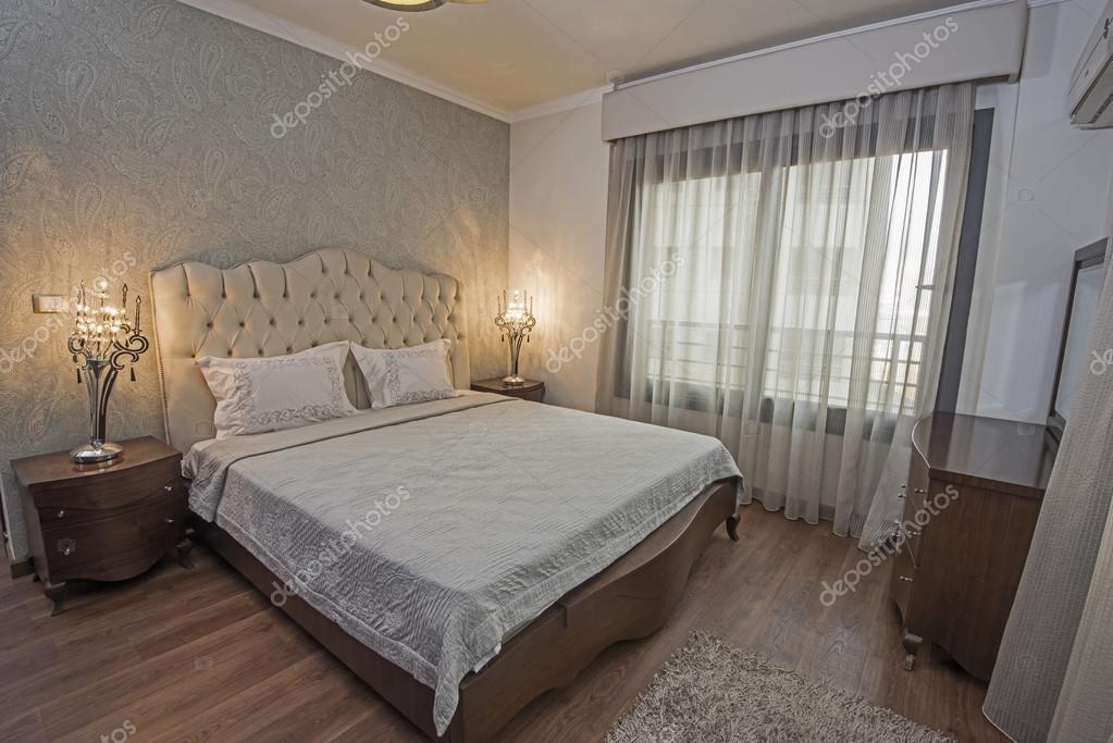 https://st2.depositphotos.com/1016811/9910/i/950/depositphotos_99107660-stock-photo-interior-of-a-luxury-apartment.jpg