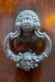 Detail barokní dřevěné dveře v kolumbijské Cartageně
