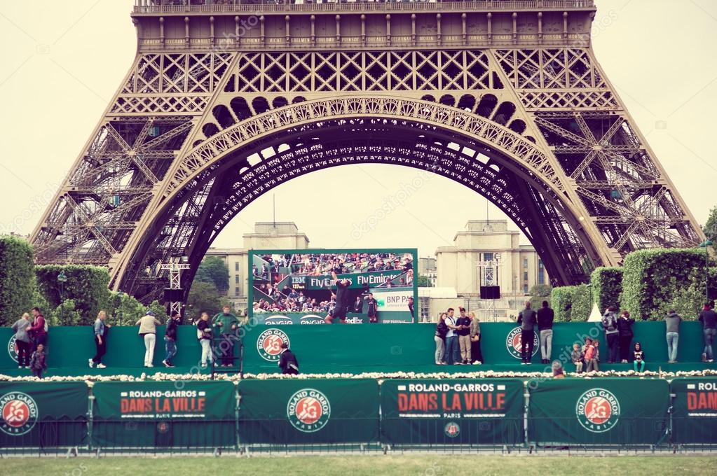 Roland Garros Handdoek.Mooie Zomerse Weergave Van De Handdoek Eiffel In Parijs Frankrijk