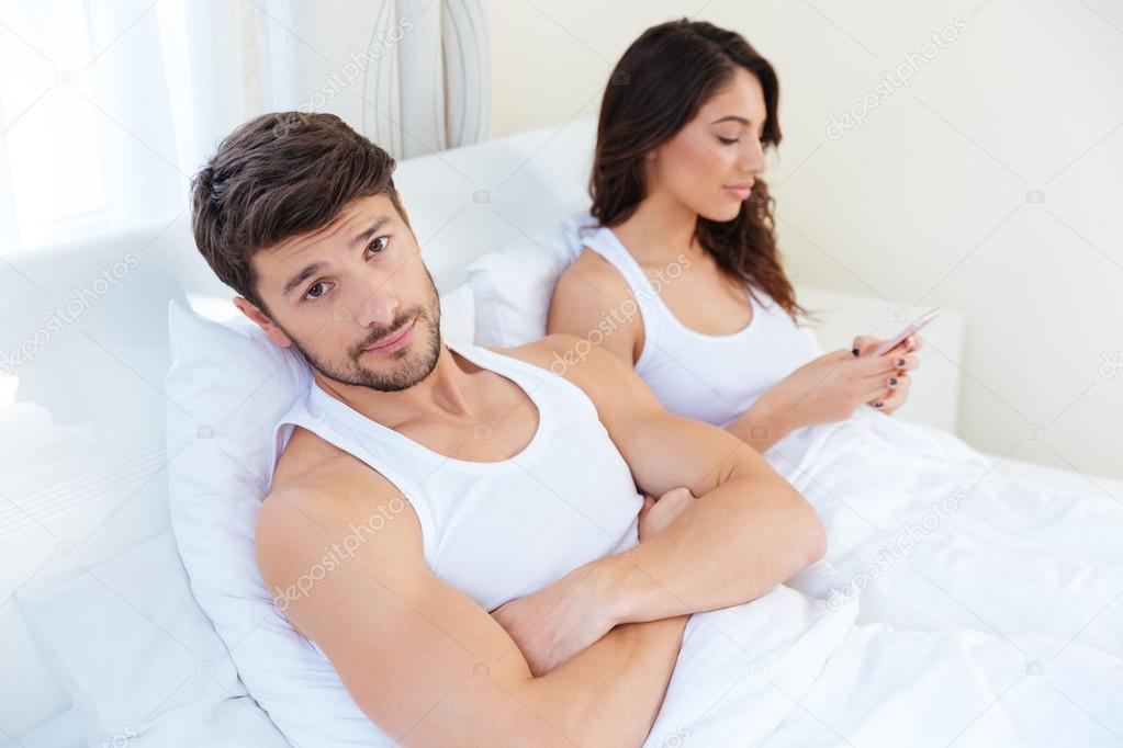 Муж смотрит на то как его жену фото 586-233