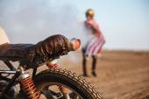 Fotografie Zblízka Motocykl kola a baterky