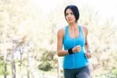 Fényképek Fiatal fitness nő nyúlósabb szabadban