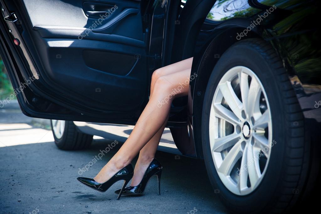 Фото женских ножек в машине фото 633-245