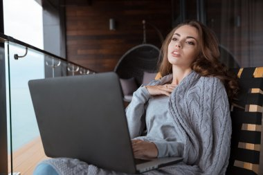 Young woman dreaming using her laptop