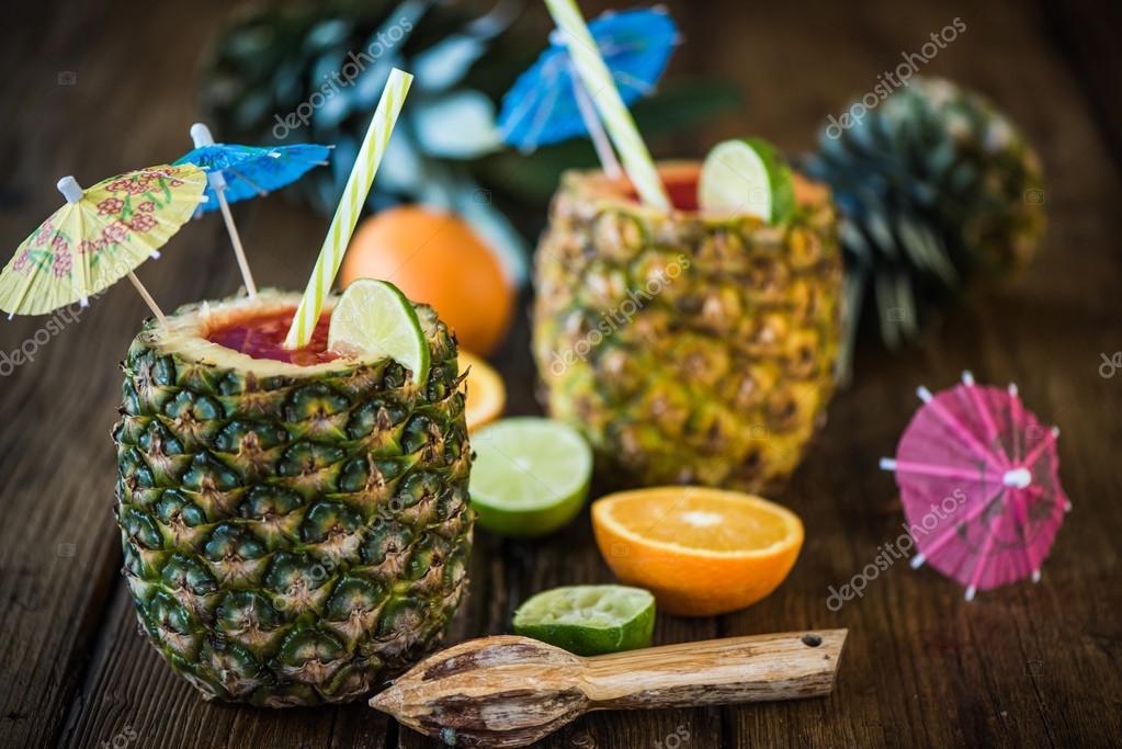 kreatives Konzept für tropische Party Getränke — Stockfoto © merc67 ...