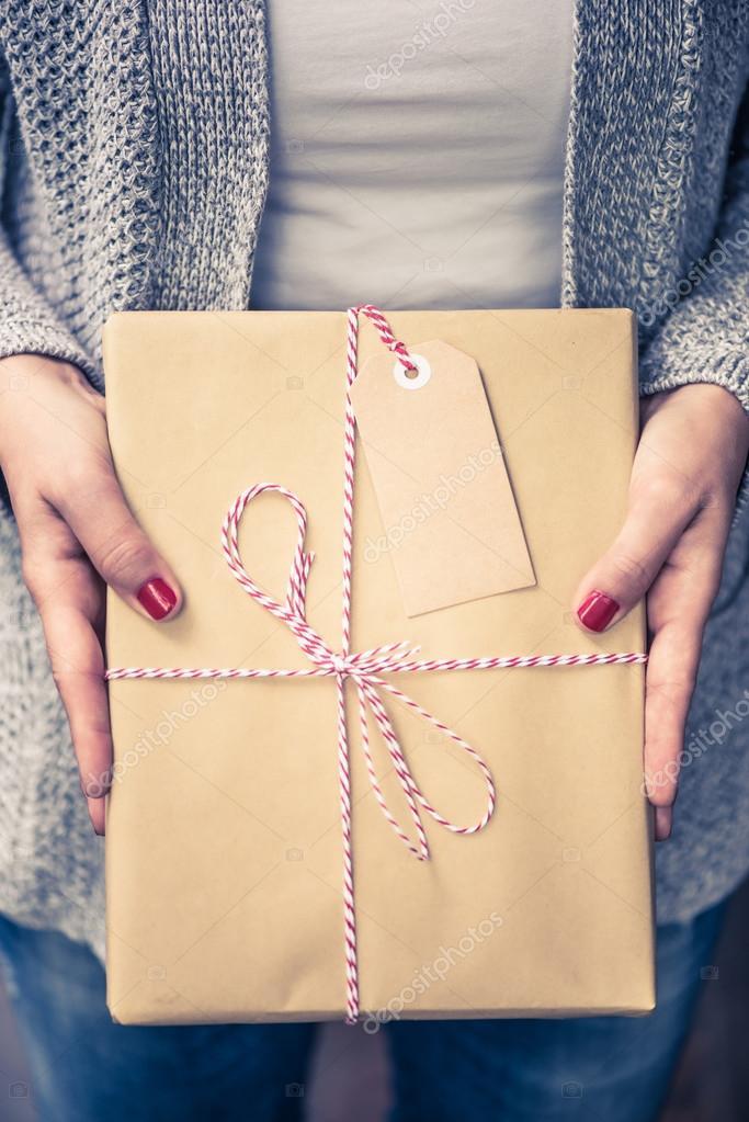Buch für Weihnachtsgeschenk, Namensschild verpackt — Stockfoto ...