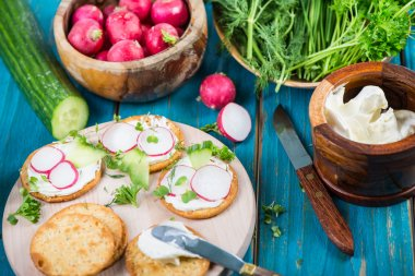 Healthy snacks,crackers with cottage cheese and fresh vegetables
