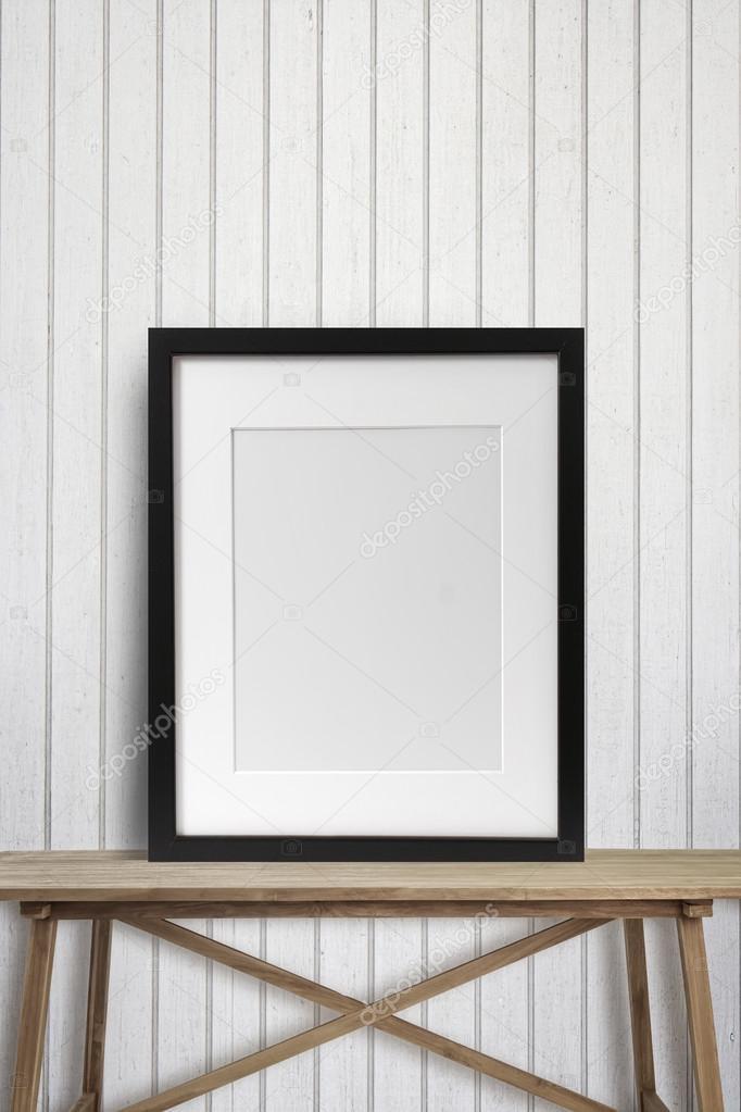 Marco negro sobre tabla de madera — Fotos de Stock © Sandralise ...