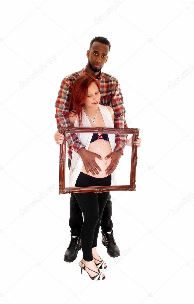 Schwangere paar halten Bilderrahmen — Stockfoto © sucher #66846017