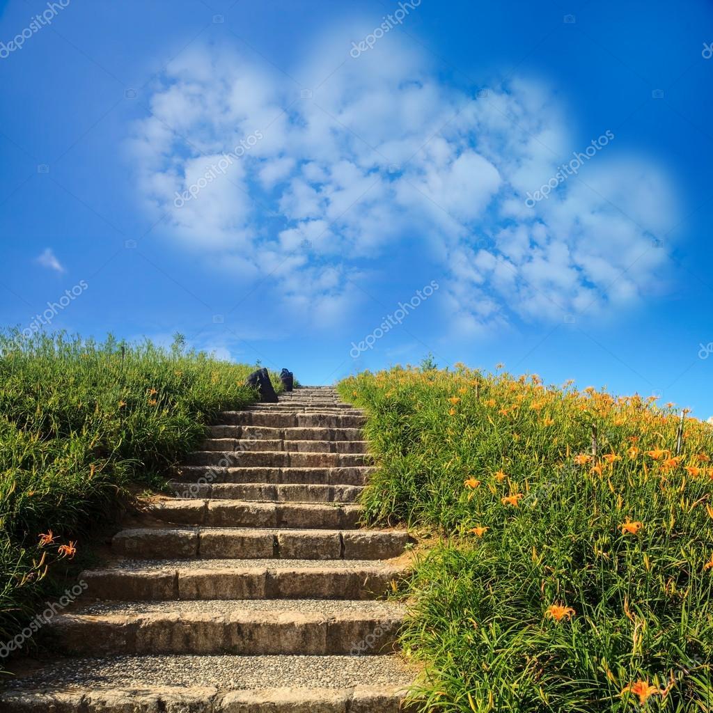 photo d 39 un un nuage coeur sur ciel bleu photographie nicholashan 52585639. Black Bedroom Furniture Sets. Home Design Ideas