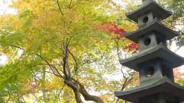 Kasumiga-ike rybník na zahrada Kenrokuen v Kanazawa