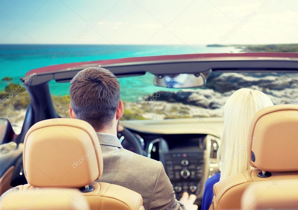 couple au volant de voiture cabriolet sur le bord de mer photographie syda productions. Black Bedroom Furniture Sets. Home Design Ideas