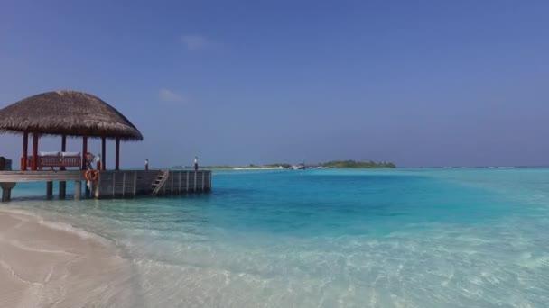 Patio O Terraza Con Toldo En La Orilla Del Mar Playa
