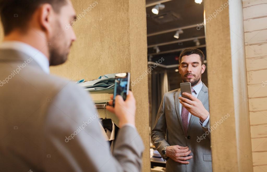 negozio di Concetto selfiel'uomo giovani con lo le in che di per del smartphone completo foto abbigliamento e prende venditashoppingmodastile xeCdoWQrB