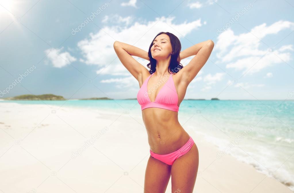 Baño Playa Rosa Traje Feliz En Mujer De Bikini La nRBxnZ8