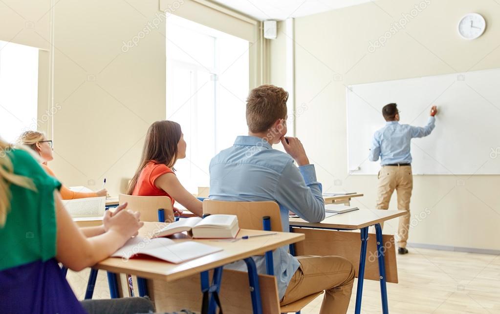Γυμνάσιο μαθητής ραντεβού δάσκαλος