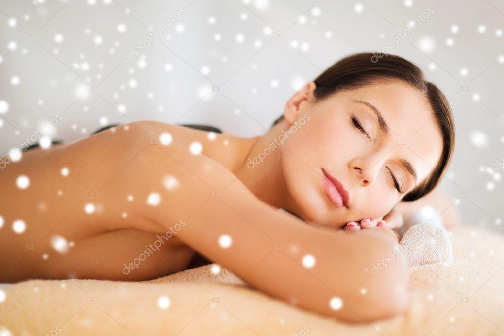 Маладая красавитса в массаже снегр