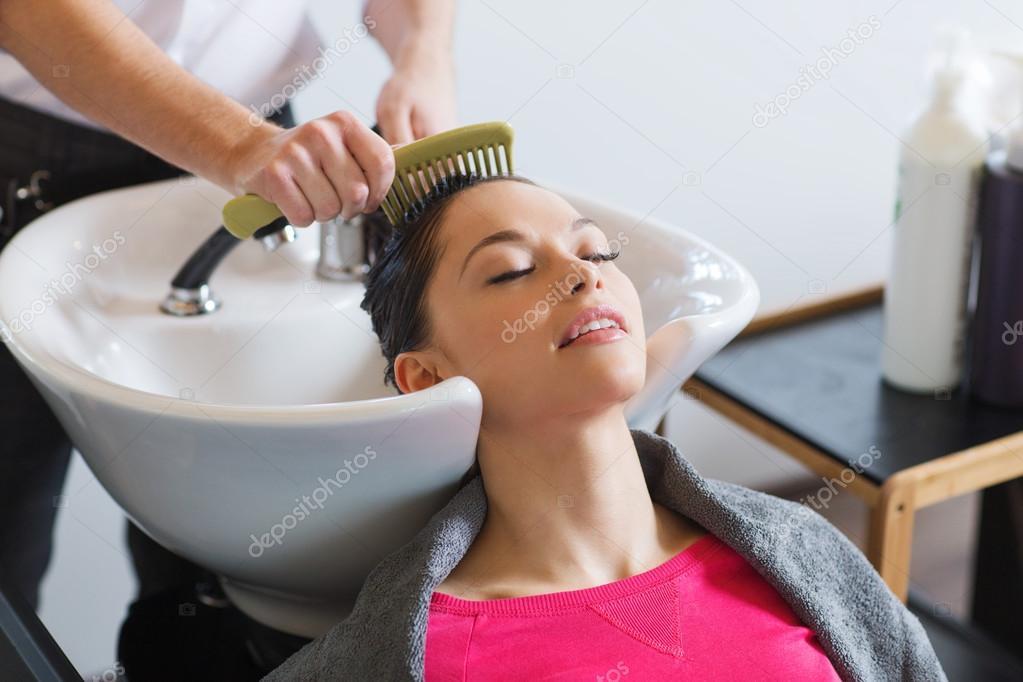 Datování ženské kadeřnice