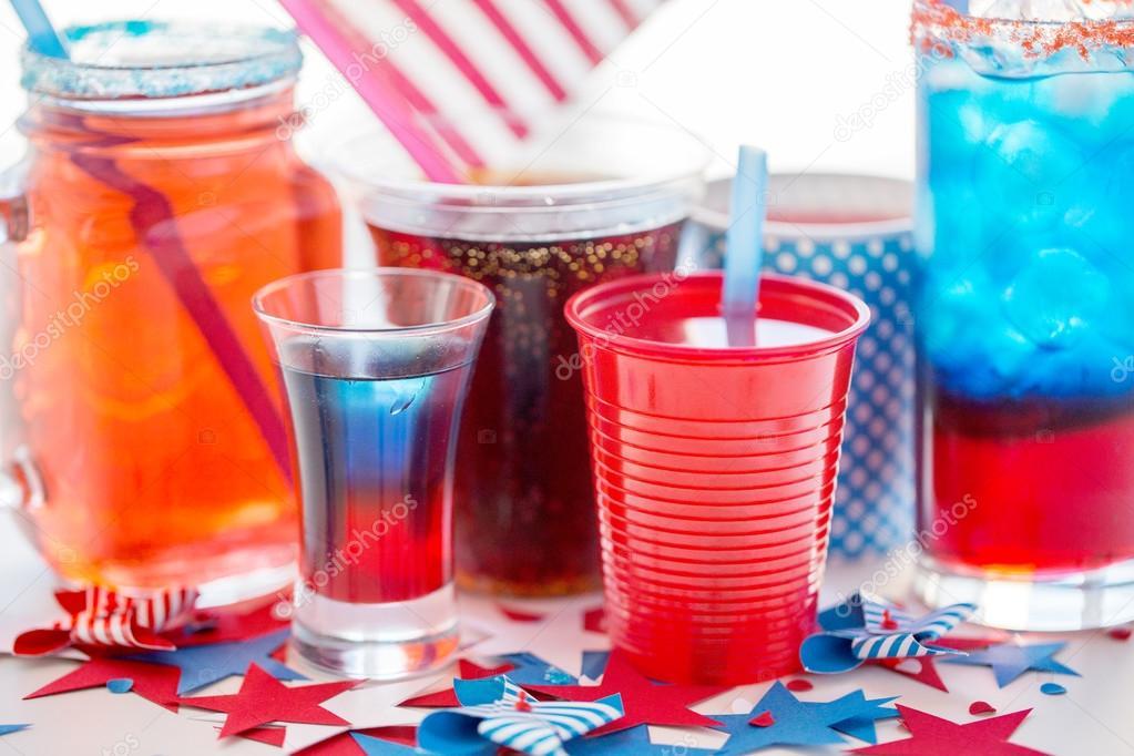 Getränke am amerikanischen Unabhängigkeitstag Partei — Stockfoto ...