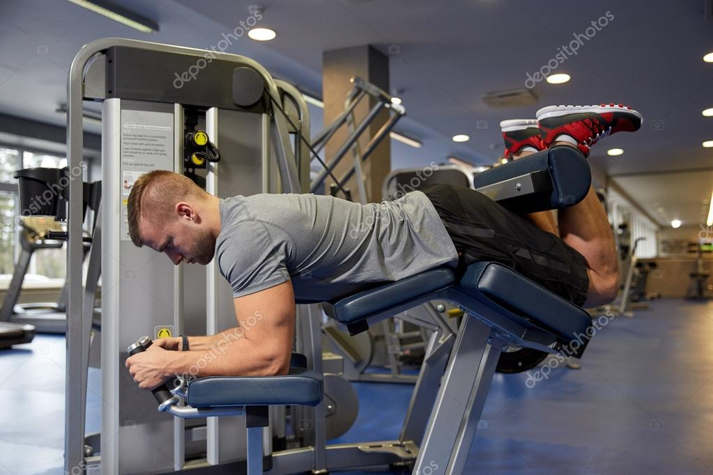 homme flexion jambe muscles sur la machine de la salle de gym photographie syda productions. Black Bedroom Furniture Sets. Home Design Ideas