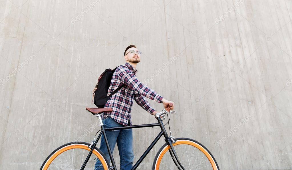 Homem Com Mochila Stock Photo Engrenagem Moto E Fixa Hipster — Yy7Ibfgv6