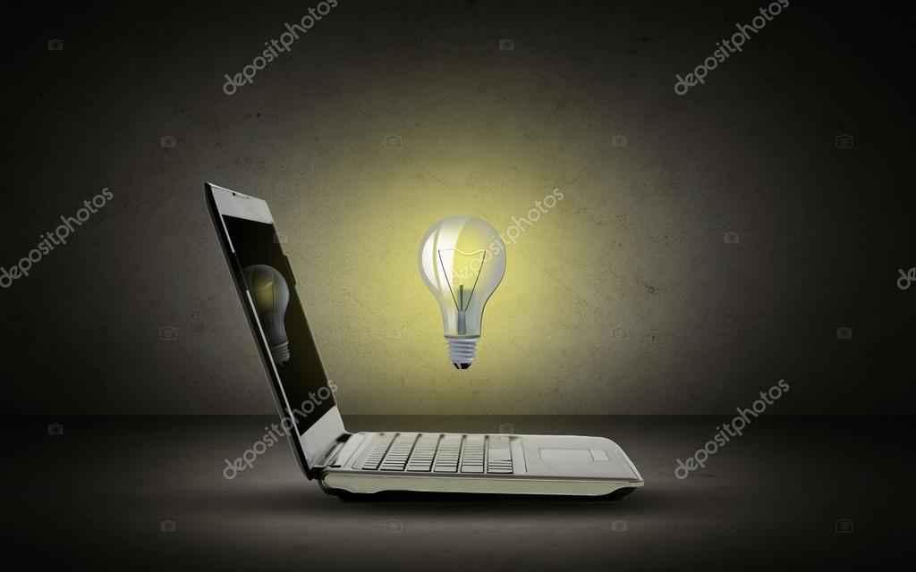 Otworzyć Komputer Przenośny Z Oświetlenie żarówki Zdjęcie