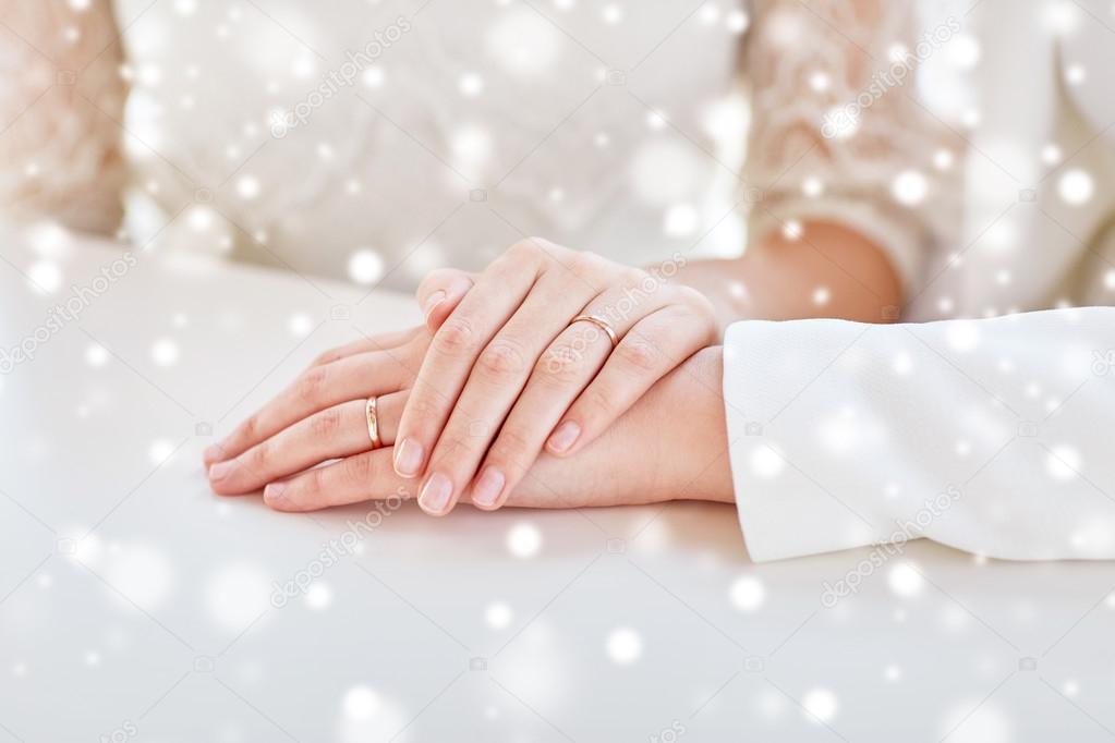 CAROLYN: Close up lesbian massage table action
