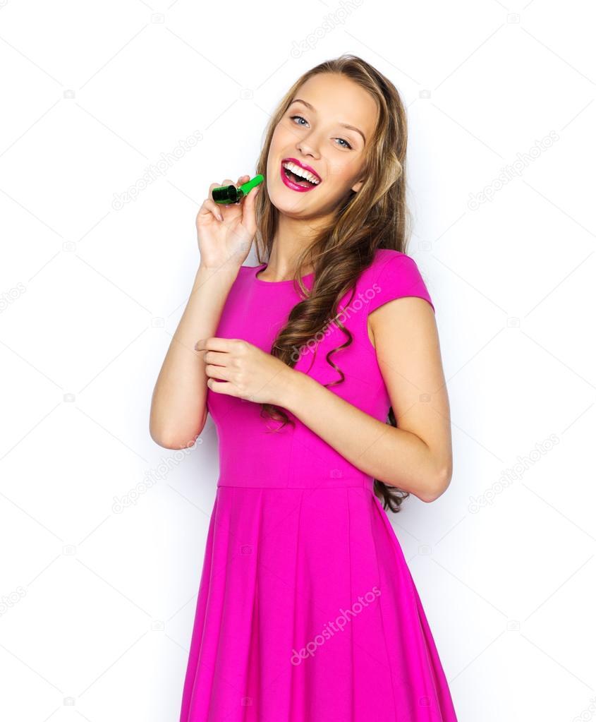 glückliche junge Frau oder Teen Mädchen mit Partei-horn — Stockfoto ...