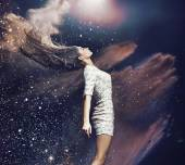 Fotografie Kunst-Foto von der Ballett-Tänzerin zwischen den bunten Staub