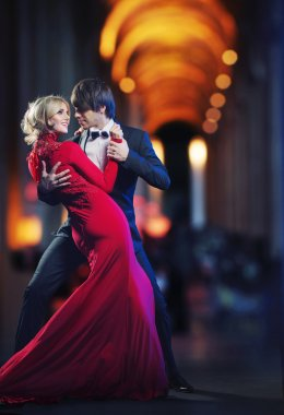 Picture presenting a dancing couple