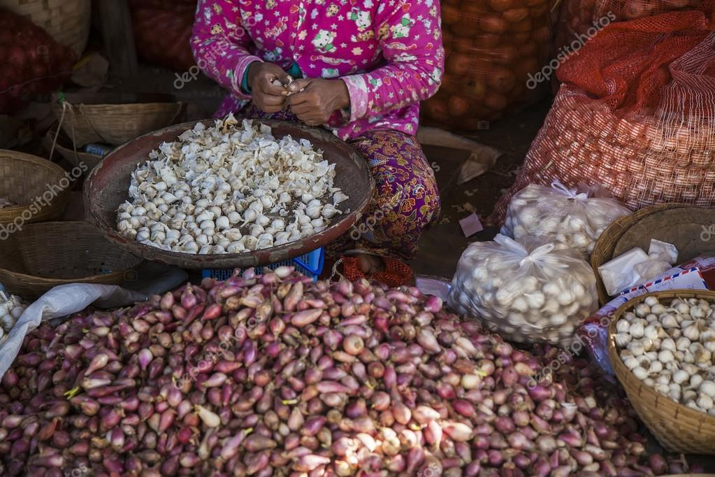 Myanmar market for fruit and vegetables — Stock Photo
