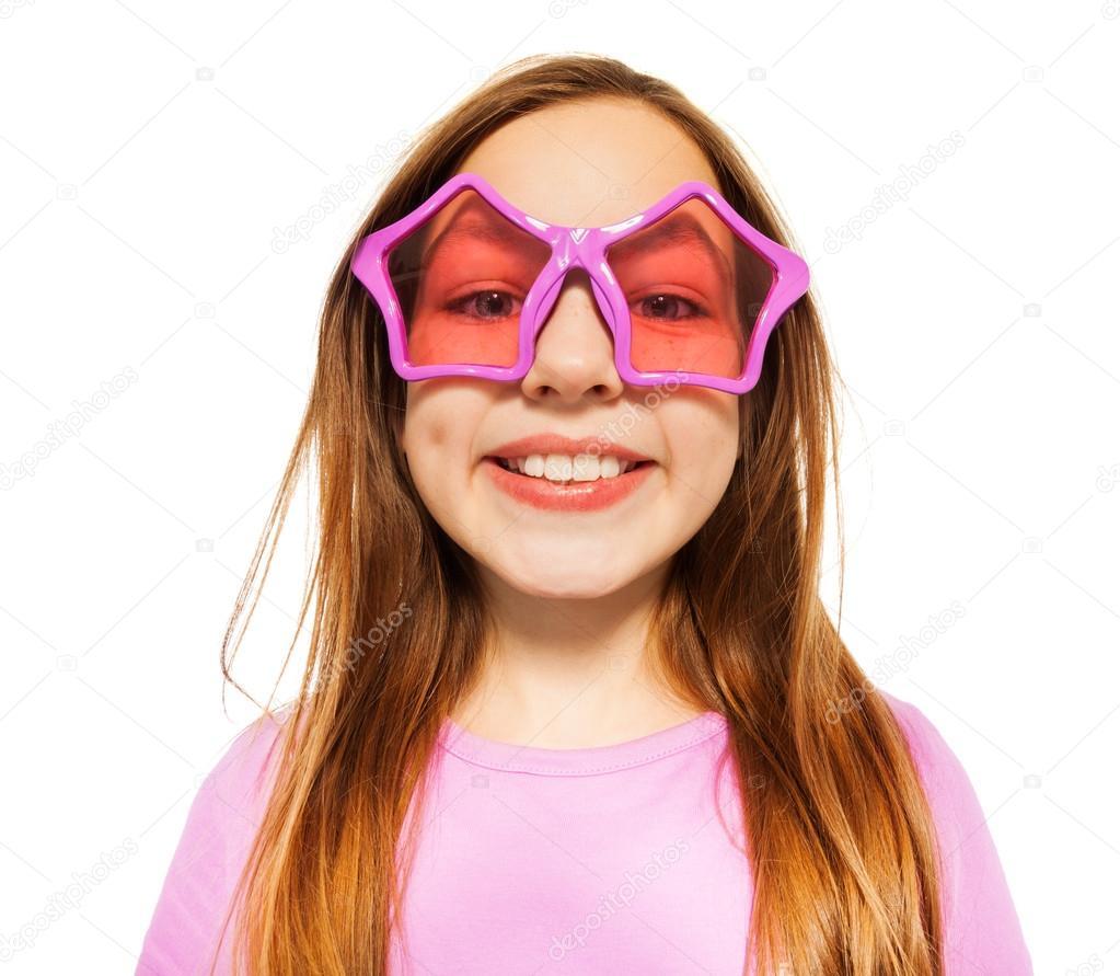 Cara feliz de niña en gafas con marcos de estrellas — Fotos de Stock ...
