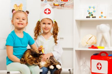 Girls and cat at the veterinary