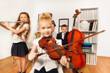 kids play musical instruments