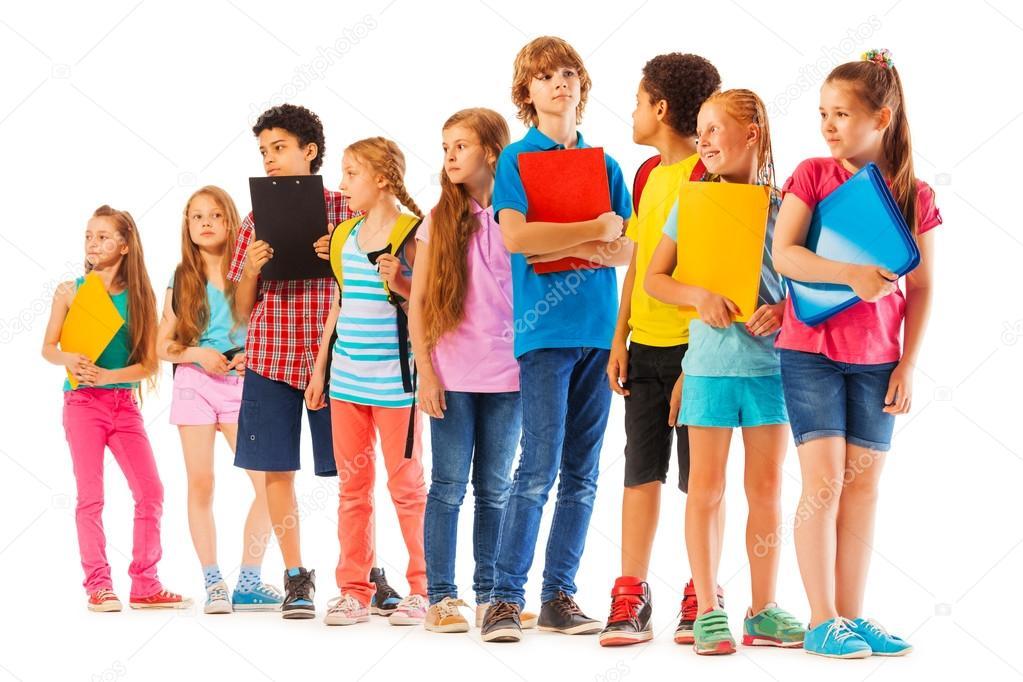 Fotografie: bambini in fila | Scuola bambini in fila con i ...