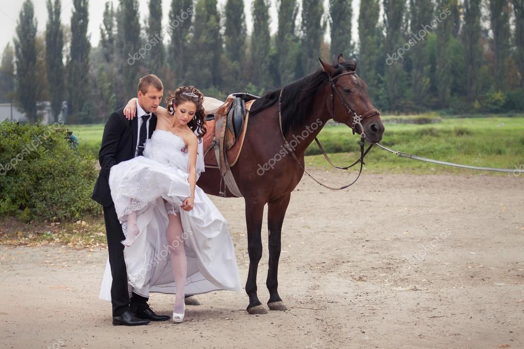 lovas esküvői képek esküvői pár lovak — Stock Fotó © alkiona25 #53230187 lovas esküvői képek