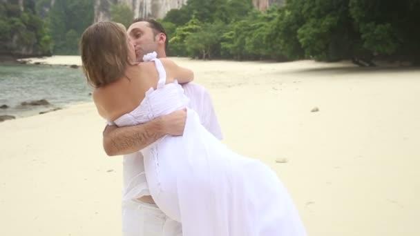 šťastný ženich a nevěsta